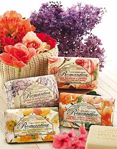 Летние ароматы цветущих садов в предместьях Тосканы. Подарочный набор и отдельные кусочки мыла с ароматами роз и пионов, глицинии и фуксии, лилии и нарциссов, лаванды и вербены. Все ароматы цветов летних и весенних месяцев в одной коллекции.